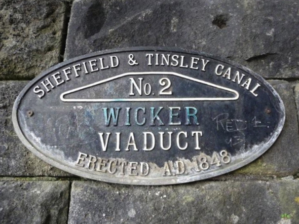 The Sheffield and Tinsley Canal, South Yorkshire, September 2012 (photograph by Nikki Clayton)